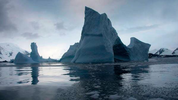 La Nasa estudia la desintegración de la Barrera de Larsen en la Antártida.